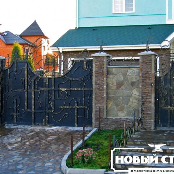 Глухие кованые ворота